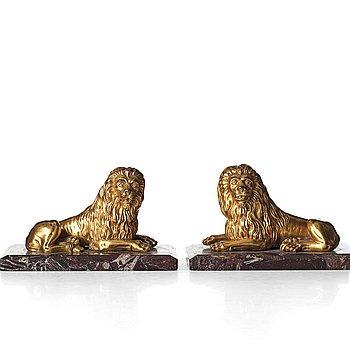 BORDSSKULPTURER, ett par, 1700-tal, troligen Italien.