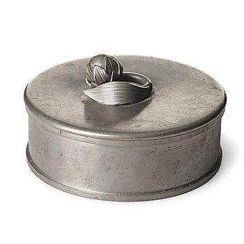 283. Firma Svenskt Tenn, Firma Svenskt Tenn, a pewter box, model 32b, Stockholm 1929, provenance Estrid Ericson.