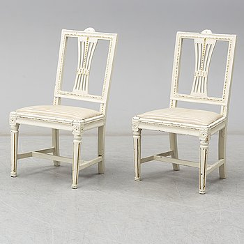 A pair of Swedish Gustavian chairs, early 19th century.