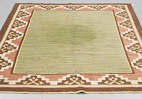 Matta, rölakan, signerad ap, ca 257 x 180 cm.