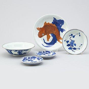 FAT, fem stycken, porslin. Qingdynastin respektive 1900-tal.