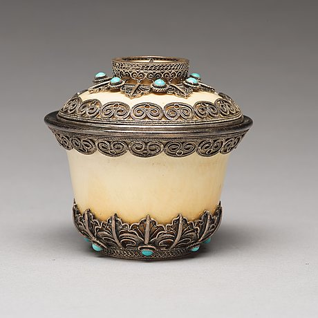 A bejewelled tibetan silver and turkoise bowl with cover, 19th century.