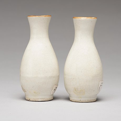 A pair of ge-glazed vases, ming dynasty, 17th century.