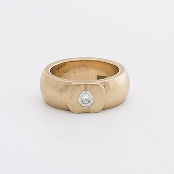 RING 18K gold w 1 brilliant-cut diamond approx 0,25 ct, total weight 19,3 g, Goldsmith Sonny Carlberg Sölvesborg.