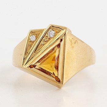 18K gold, citrine and brilliant-cut diamond ring.