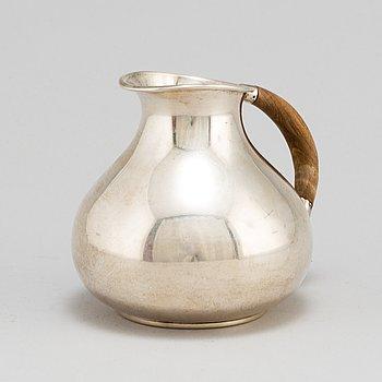 A sterling silver jug, Nordisk Silverkonst, Helsingborg 1948.