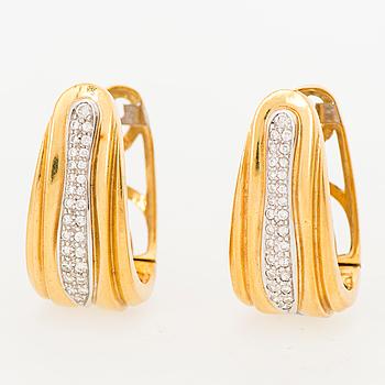 A PAIR OF EARRINGS, brilliant cut diamonds, 18K gold. Octavio Sarda, Spain.