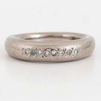 RING,med briljantslipade diamanter, Bengt Hallberg, Köping, 1998.