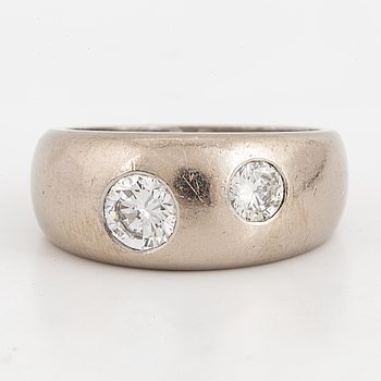An 18K white gold ring set with round brilliant-cut diamonds 0.84 ct.