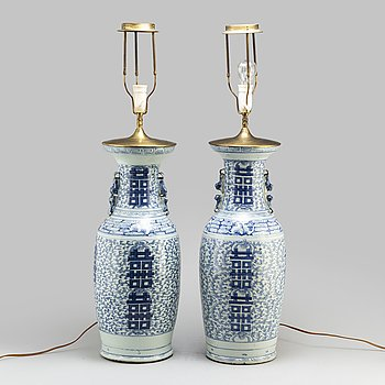 A large pair of blue and white floor vases/table lamps, Qing dynasty, 19th century.