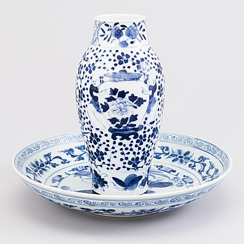 A CHINESE VASE AND BOWL, porcelain 20th century.