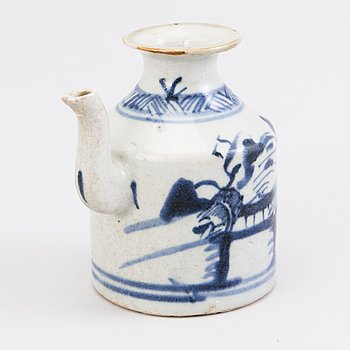 A PITCHER, porcelain, China 19th century.