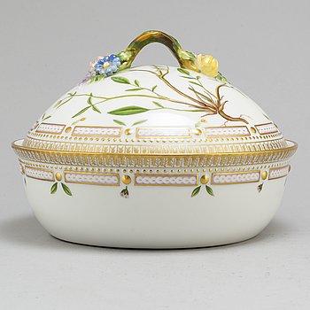 A 20th century porcelain tureen, 'Flora Danica', Royal Copenhagen, Denmark.