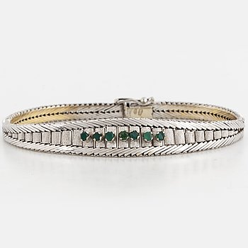 Bracelet with emeralds.