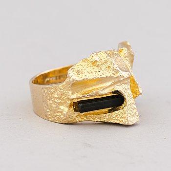 """BJÖRN WECKSTRÖM, RING, """"Turmalinbro"""", turmalin, 14K guld. Lapponia 1971."""