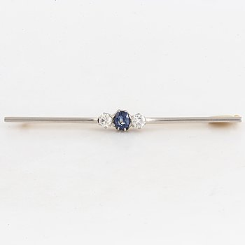 Old-cut diamond and sapphire brooch, 20's.
