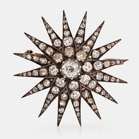 A star brooch in 14k gold and silver set with old-cut diamonds.