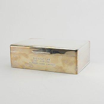 A 20th century English silver cigar box, total weight ca 1500 gr.