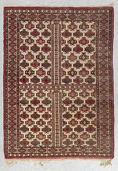 A RUG Semiantik Turmensk Ensi, ca 140 x 102 cm.