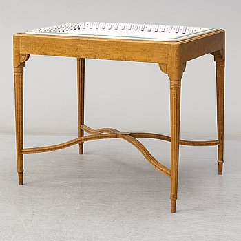 A table with a porcelaine tray, Nordiska Kompaniet, first half of the 20th century.