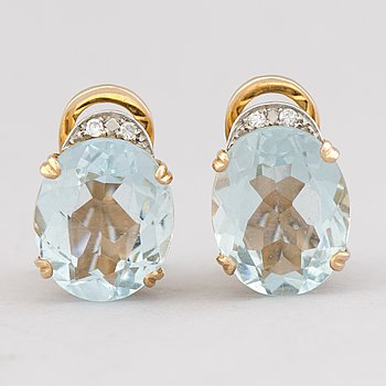 A PAIR OF EARRINGS, facetted aquamarines, 8/8 cut diamonds, 18K gold.