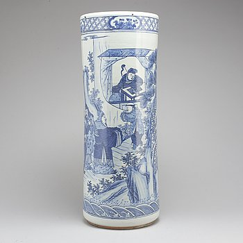 A large Chinese blue and white vase, 20th century.