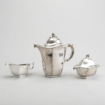 A Swedish 20th century 3 pcs silver coffee service mark of Jacob Ängman Stockholm 1939, total weight ca 949 gr.