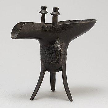 An Chinese bronze ritual libation vessel (Jue), 20th century.