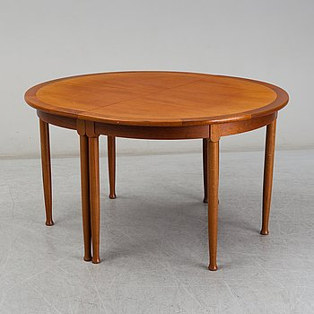 An end of the 20th Century mahogany dining table with three additional leaves.