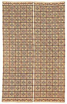"""MÄRTA MÅÅS-FJETTERSTRÖM, DRAPERIER, 1 par, """"Element"""", inplock på linnebotten, ca 226,5 x 71 cm vardera."""