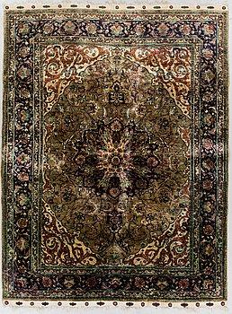 MATTA, Old Orientalisk silke ca 195 x 143 cm.