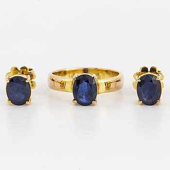 Ring and a pair of earrings with sapphire.