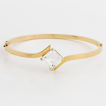 18K gold and synthetic white spinel bangle.
