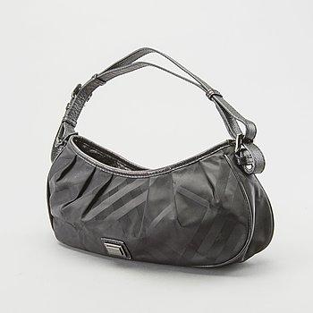 A Burberry shoulderbag.