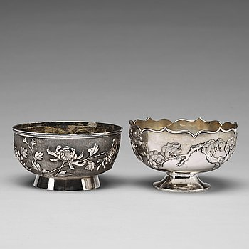 685. Two silver bowls, Shanghai, early 20th Century, one with makers mark ZeeWo.
