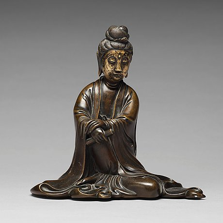 A bronze sculpture of a seated guanyin, 19th century.