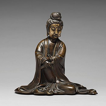 651. A bronze sculpture of a seated guanyin, 19th Century.