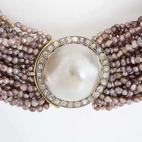 Pinkpurple seed pearl necklace, clasp with old-cut diamonds and mabépearl.