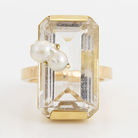 Engelbert 18k gold, rock crystal and pearl cocktail ring.