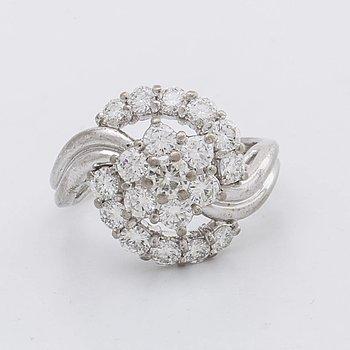 DIAMOND RING 18K whitegold brilliant-cut diamonds approx 1,7 ct.