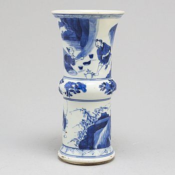 A blue and white vase, Transition, 17th/18th century.