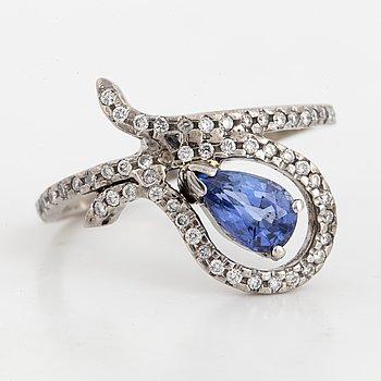 Pearshaped sapphire and briliant-cut diamond ring.