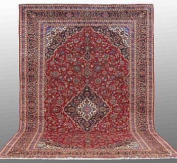 A carpet, Kashan, ca 473 x 309 cm.