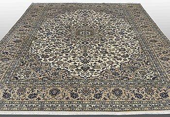 A CARPET, Kashan, ca 395 x 302 cm.