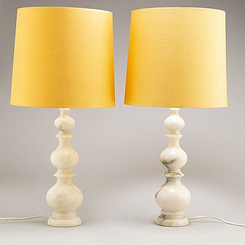 A pair of Italian alabaster table lights, 1960s/1970s.