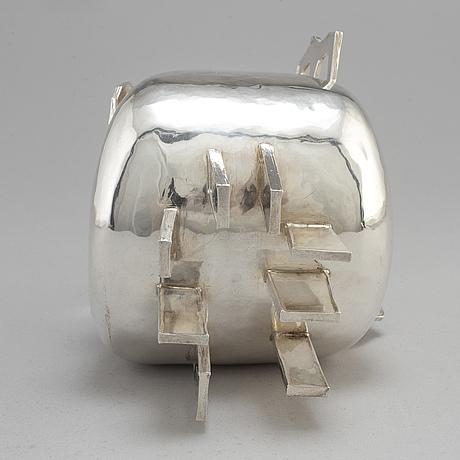 ClaËs e. giertta, a silver vase, stockholm 1981