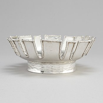 CLAËS E. GIERTTA, a sterling silver bowl, Nordisk Kokusai Ab, Stockholm 1975.