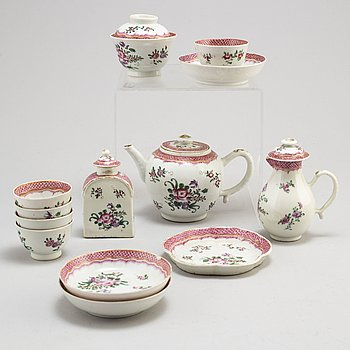 A famille rose export tea service, Qing dynasty, Qianlong (1736-95) (13 pieces).