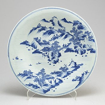 A large blue and white dish, Qing dynasty, late 19th century.