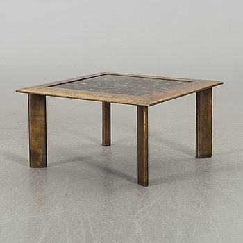 A MARBLE TOP COFFEE TABLE, SECOND HALF OF 20TH CENTURY.